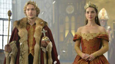 De Mary Stuart à Elisabeth II : ces reines au coeur des séries