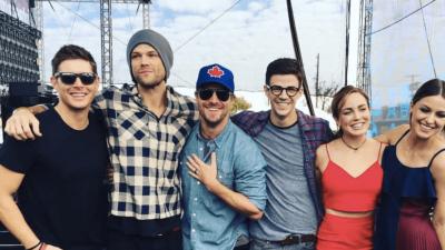Stephen Amell rêve d'un crossover Supernatural/Arrow