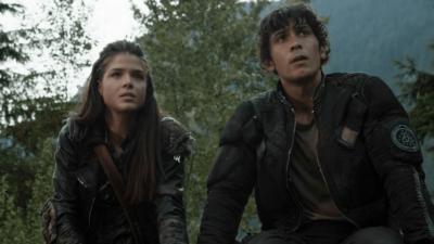 The 100 saison 5 : un gros fight entre Bellamy et Octavia à prévoir ?