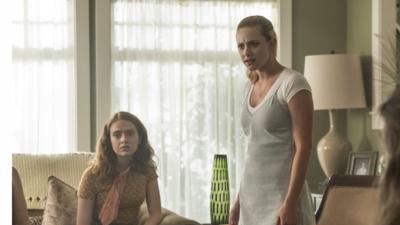 Riverdale : l'actrice qui incarne Evelyn insultée sur les réseaux sociaux, Lili Reinhart prend sa défense