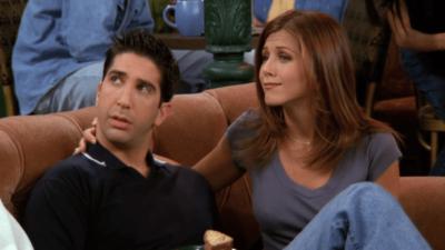 Friends : les fans viennent de découvrir un message caché sur un t-shirt de Ross