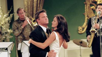 Friends : aviez-vous remarqué ce détail au mariage de Monica et Chandler ?