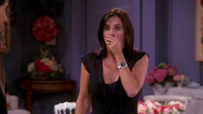 Friends : aviez-vous remarqué cette grosse erreur de montage avec Monica ?