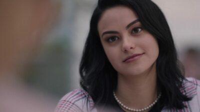 Riverdale : Camila Mendes adore les hommes riches dans son nouveau film