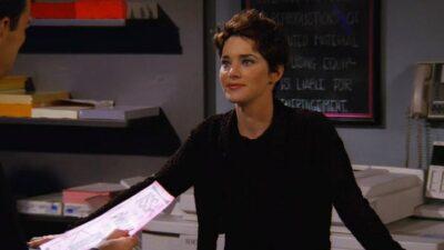 Friends : que devient Angela Featherstone, qui joue Chloe la fille de la photocopieuse ?