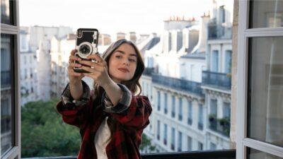 Emily in Paris : bonne nouvelle ! Vous pouvez acheter la même coque de téléphone qu'Emily