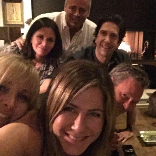 Friends-premier publi-Jennifer-Aniston-min