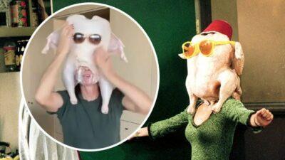 Friends : Courteney Cox dévoile les coulisses de la danse avec la dinde sur sa tête