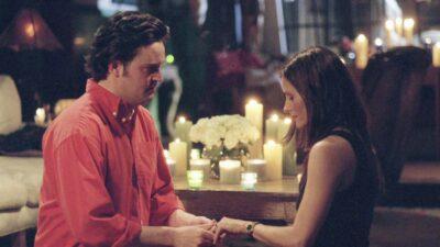 Friends : le saviez-vous ? La demande en mariage de Chandler à Monica devait être très différente