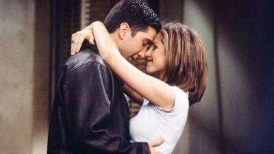 Friends : Jennifer Aniston réagit à la drôle de rumeur sur une relation amoureuse entre elle et David Schwimmer