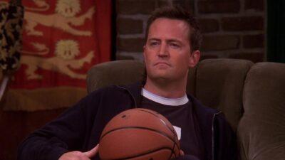 Friends : Matthew Perry a refusé une intrigue où Chandler va dans un bar gay