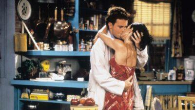 Friends : cette drôle d'incohérence sur la relation entre Chandler et Monica