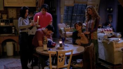 Friends : seul quelqu'un qui a vu 5 fois l'épisode de la coupure de courant aura tout bon à ce quiz