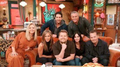 Friends : le cast de la série chante le générique dans une scène coupée de la réunion