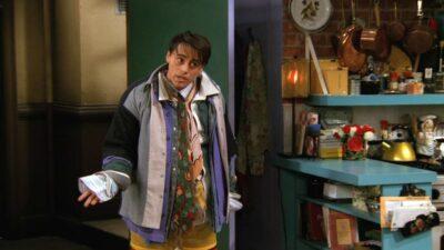 Friends : le secret derrière le costume de Joey dans cette scène culte de la saison 3