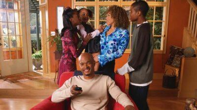 Ma Famille d'Abord : aviez-vous remarqué que cet acteur jouait 2 persos différents dans la série ?