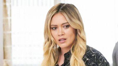 How I Met Your Father: Hilary Duff testée positive au Covid-19 alors que le tournage venait de débuter