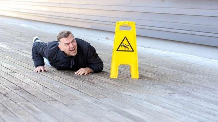 De mettre du shampoing par terre pour faire une patinoire